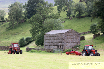 UK - Old barn on Keld-Muker footpath, Upper Swaledale