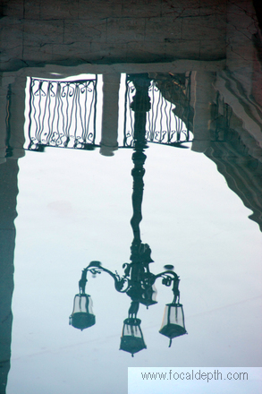 USA - Reflection of a streetlight on the water, in front of the Venetian Resort Hotel